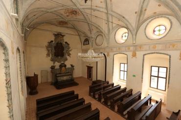 Zámecká kaple s restaurovanými freskami